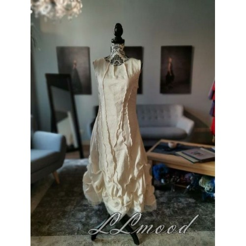 Ivory linen dress with shine