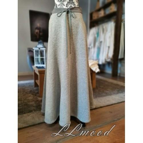 Wool skirt 607