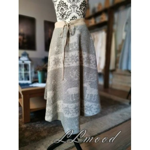 Wool skirt 606