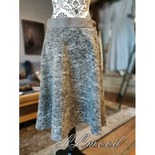 Wool skirt 601